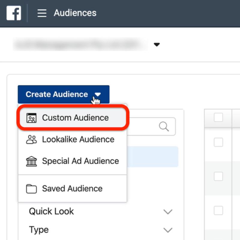"""广告管理器中""""创建受众群体""""下拉菜单中以红色圈出的""""自定义受众群体""""选项的屏幕截图"""