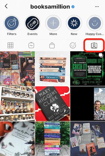 Instagram-Feed von @booksamillion, der die Registerkarte mit den markierten Inhalten hervorhebt
